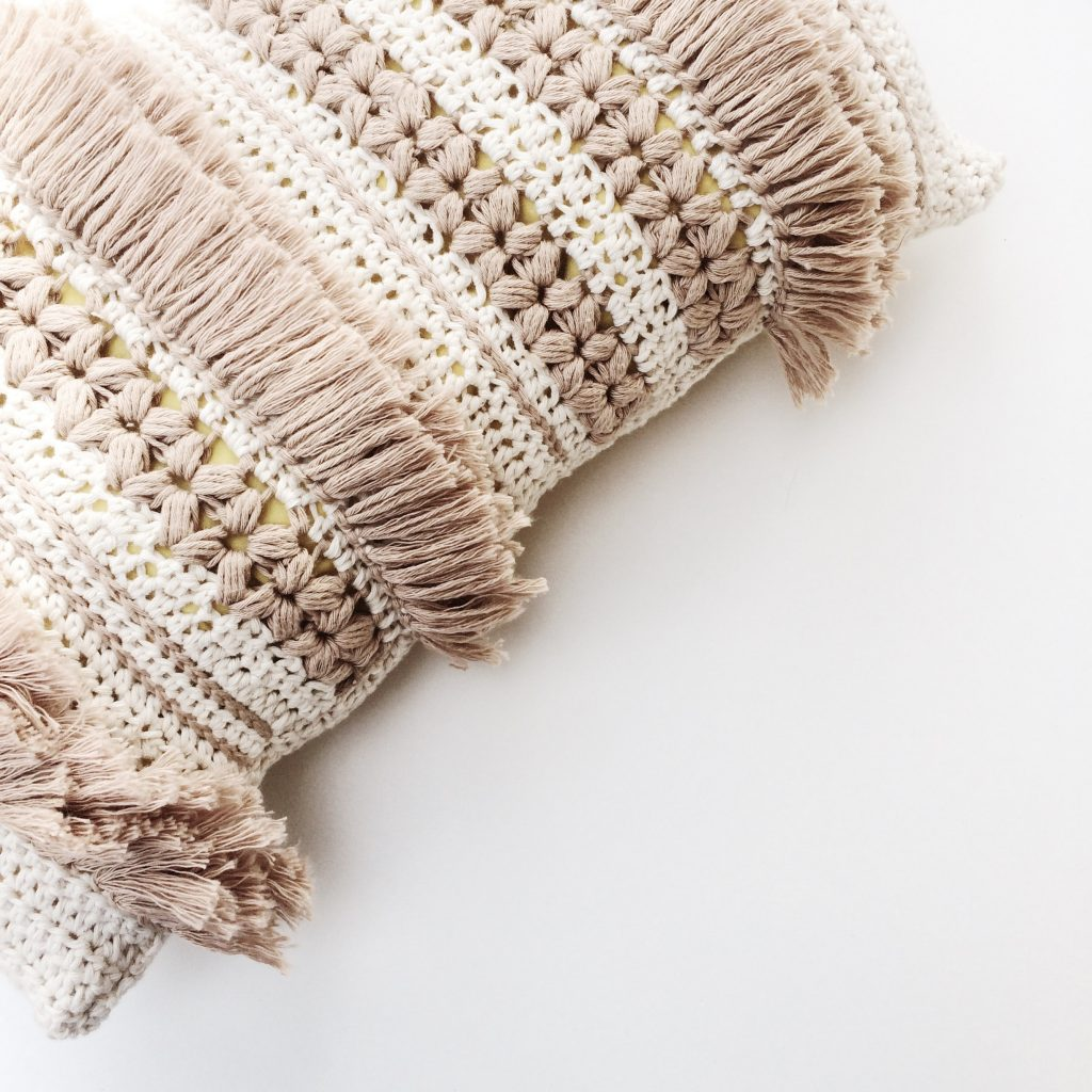 Crochet blanket in stone and cream colour